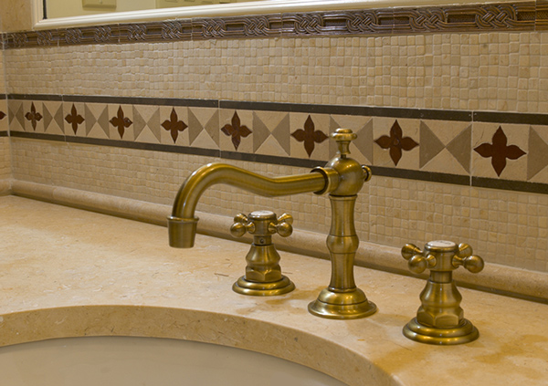 bath and tub refinishing expert with fixed-cost estimate